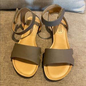 Like New Sandals | with comfortable padding